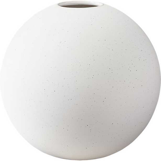 LYLE ROUND VASE - Crate and Barrel