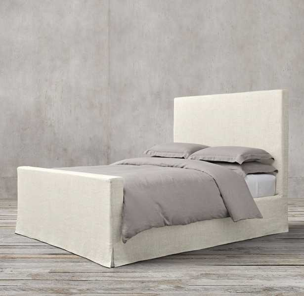 Parsons Slipcovered Bed with Footboard Queen Belgian Linen Natural  - RH