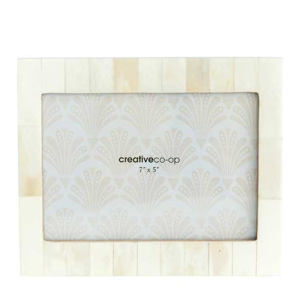 """White Resin Photo Frame with Beige Accents (Holds 5"""" x 7"""" Photo) - Nomad Home"""