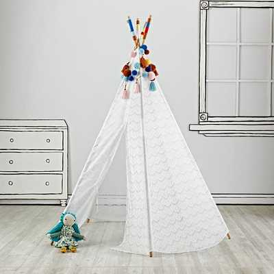 Lace Teepee with Garlands - Land of Nod
