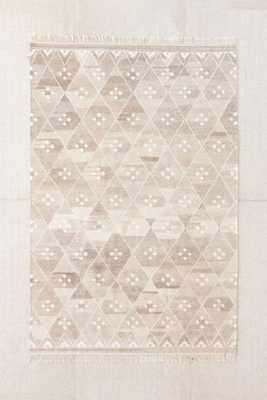 Cora Kilim Woven Rug -5X8 - Urban Outfitters