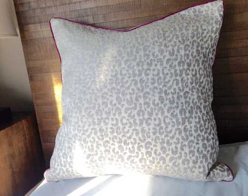 """Snow Leopard animal skin design Pillow cover - 20"""" x 20"""" - Insert not included - Etsy"""