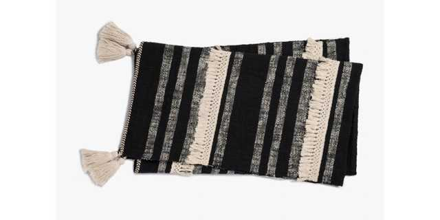T1035 MH BLACK / IVORY - Loma Threads