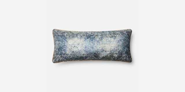 P0565 BLUE PILLOW - Loma Threads