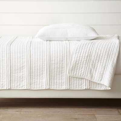 Design Source Mini Pom Rows White King Quilt Set - Home Depot