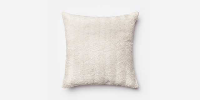 P0030 WHITE Pillow - 22x22 - Poly Insert - Loma Threads