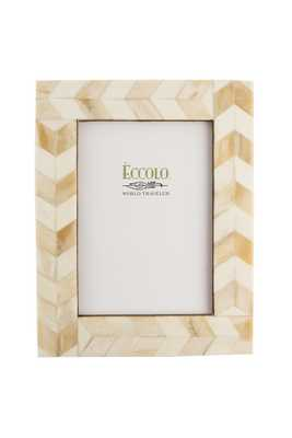 Naturals Frame Chasing Arrows Ivory 4x6 - Alma Decor