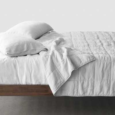 Stonewashed Linen Quilt - Light Grey - King/Cali King By The Citizenry - The Citizenry