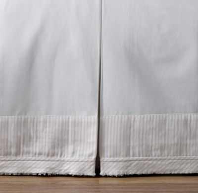 Double ring appliqué crib skirt - RH