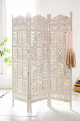 Amber Wooden Carved Screen - White - Urban Outfitters