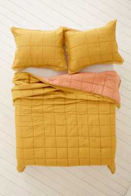 Clemente Two-Toned Solid Quilt - Urban Outfitters