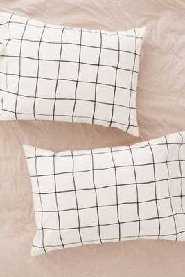 Wonky Grid Pillowcase Set-Black/White - Urban Outfitters