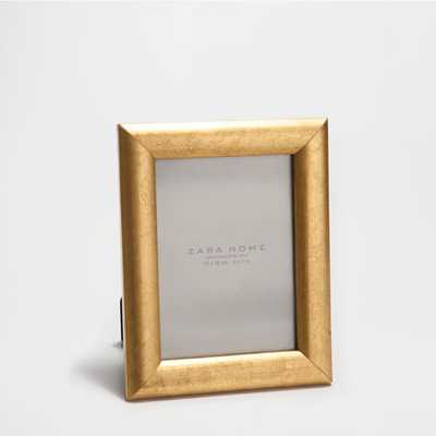 """ROUNDED PROFILE GOLDEN FRAME-7.5 X 0.8 X 9.3 """"-Gold - Zara Home"""
