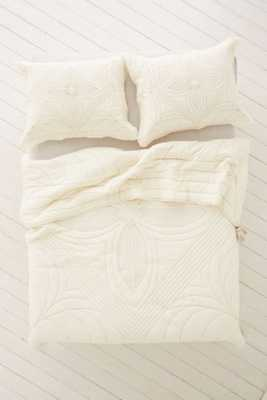 Plum & Bow Arisa Embroidered Quilt- Full/Queen - Urban Outfitters