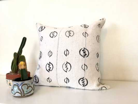 "Mudcloth Pillow Cover, Malian Bogolanfini, Ivory/Cream White, 18"" x 18"" - Etsy"