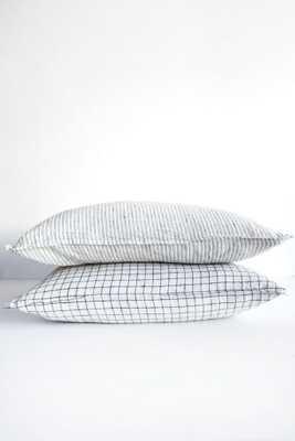 linge particulier black and white pillow - shop.com