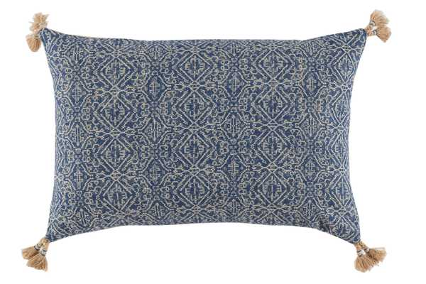D638 Pillow - 13X19 - With Insert - lacefielddesigns.com