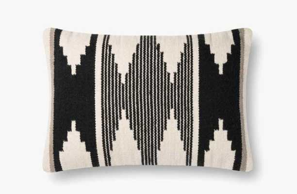 P1118 MH BLACK / IVORY - poly filled - Loma Threads