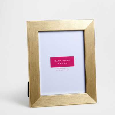 GOLDEN RAISED STRIPED FRAME - 7.9x9.8 - Zara Home