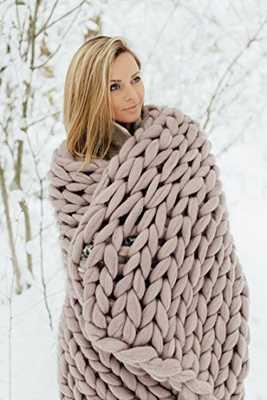 "Chunky knit blanket, giant yarn throw - Dusty Pink - 24"" x 47"" - Amazon"